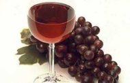 Descubren cómo un componente del vino tinto prolonga la vida