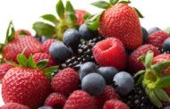 Las fresas y arándanos reducen el riesgo de infarto en mujeres de mediana edad