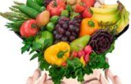 Mente positiva y optimista con frutas y hortalizas y sus carotenoides
