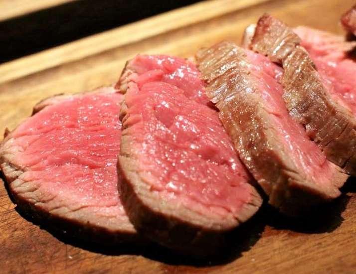 Comer carnes rojas con frecuencia durante la juventud podría aumentar el riesgo de cáncer de mama